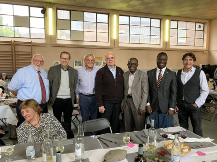 Les Membres du RCAVT accompagné du Bourgmestre d'Amay, Jean-Michel JAVAUX, Membre d'honneur du club, ainsi que des représentants de l'Ambassade du Bénin.